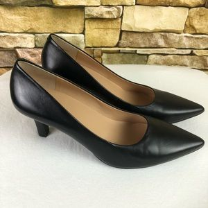 Trotters Pointed Pumps SZ 9M